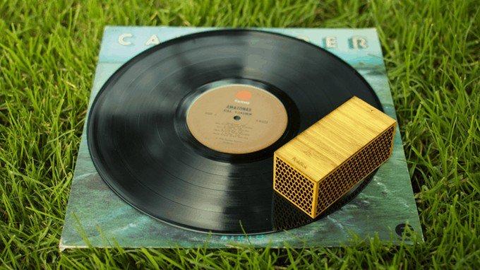 Šikovný vynález pre milovníkov vinylov: S touto maličkosťou prehráte platne aj bez gramofónu