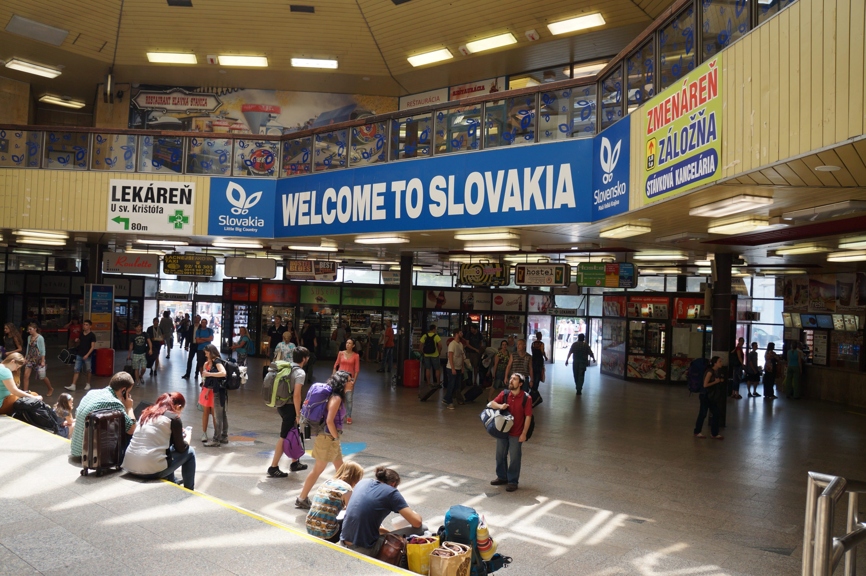 Welcome_to_Slovakia_sign_inside_Bratislava_main_train_station_hlavná_stanica