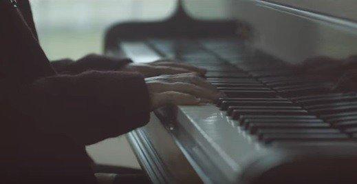 Pripravte svojej láske nezabudnuteľný večer: 15 najromantickejších piesní všetkých čias