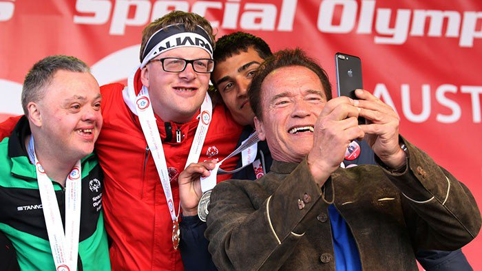 Troll sa vysmieval postihnutým športovcom: Legendárny Schwarzenegger mu potom takto epicky naložil