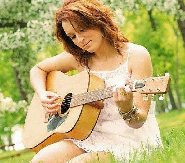 Oslávte MDŽ s krásnymi piesňami: TOP 12, ktoré sú len pre ženy