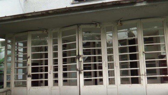 VIDEO z opustenej nemocnice v Topoľčancoch: Prázdnota, bordel a mŕtve holuby