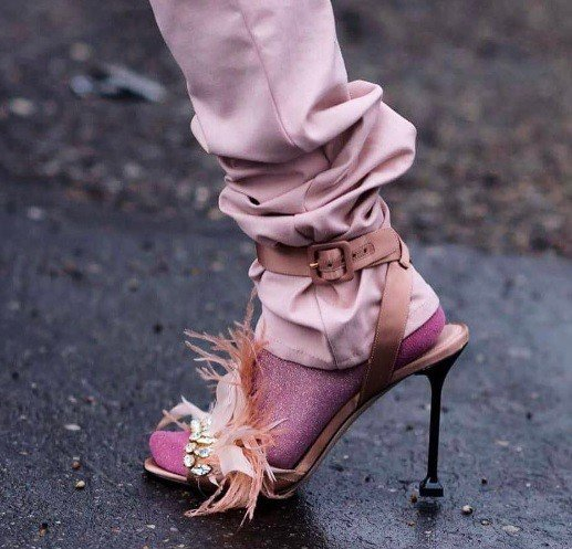 Uf, ako si toto môžete obuť? 5 topánkových prešľapov, ktoré pôsobia priam odpudzujúco