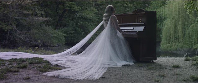 Dominika Mirgová v bielych šatách vyznala lásku: Toto VIDEO vás zaručene dojme k slzám