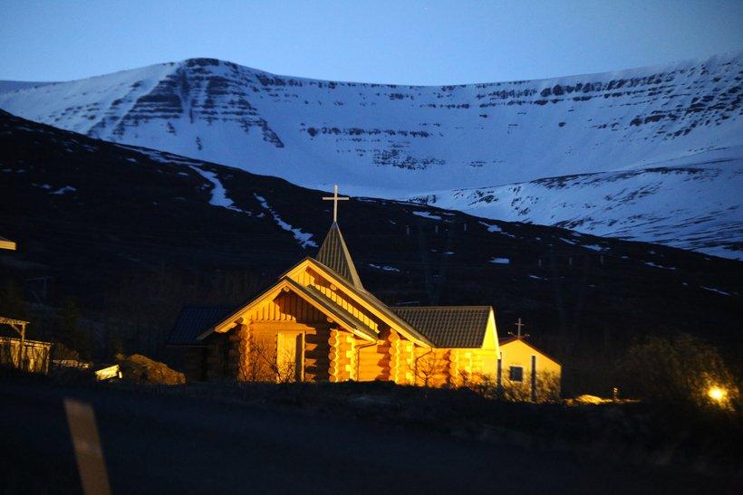 Krása Islandu obohatená o našu stopu: Tento kostolík pôvodne postavili na Slovensku, na ostrov ho priviezli