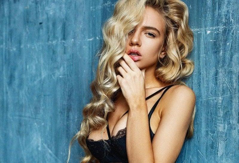 Maria je túžbou každého chlapa: Blondína s modrými očami a pevnými prsiami