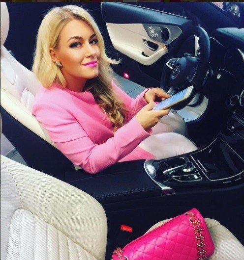 Dominika Myslivcová sa nemení: Všade ružová, našpúlené pery a luxusný život!
