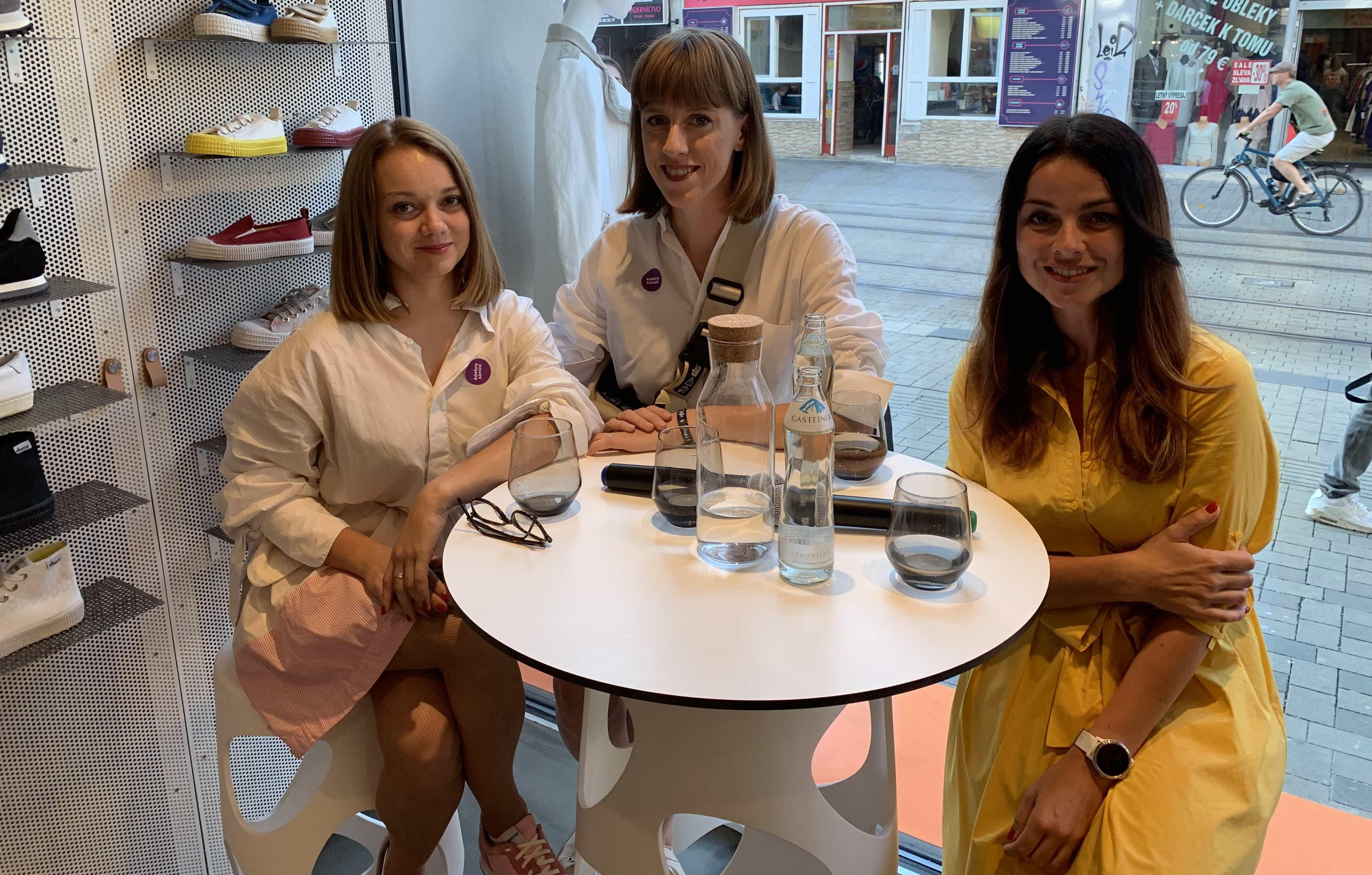 Zľava Katarína Hutyrová, Barbora Yurkovič a Lýdia Žáčková. Zdroj: Hashtag