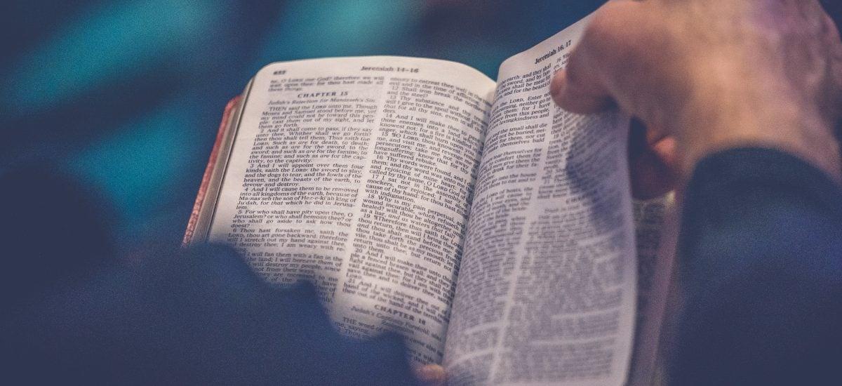 Listovanie v Biblii