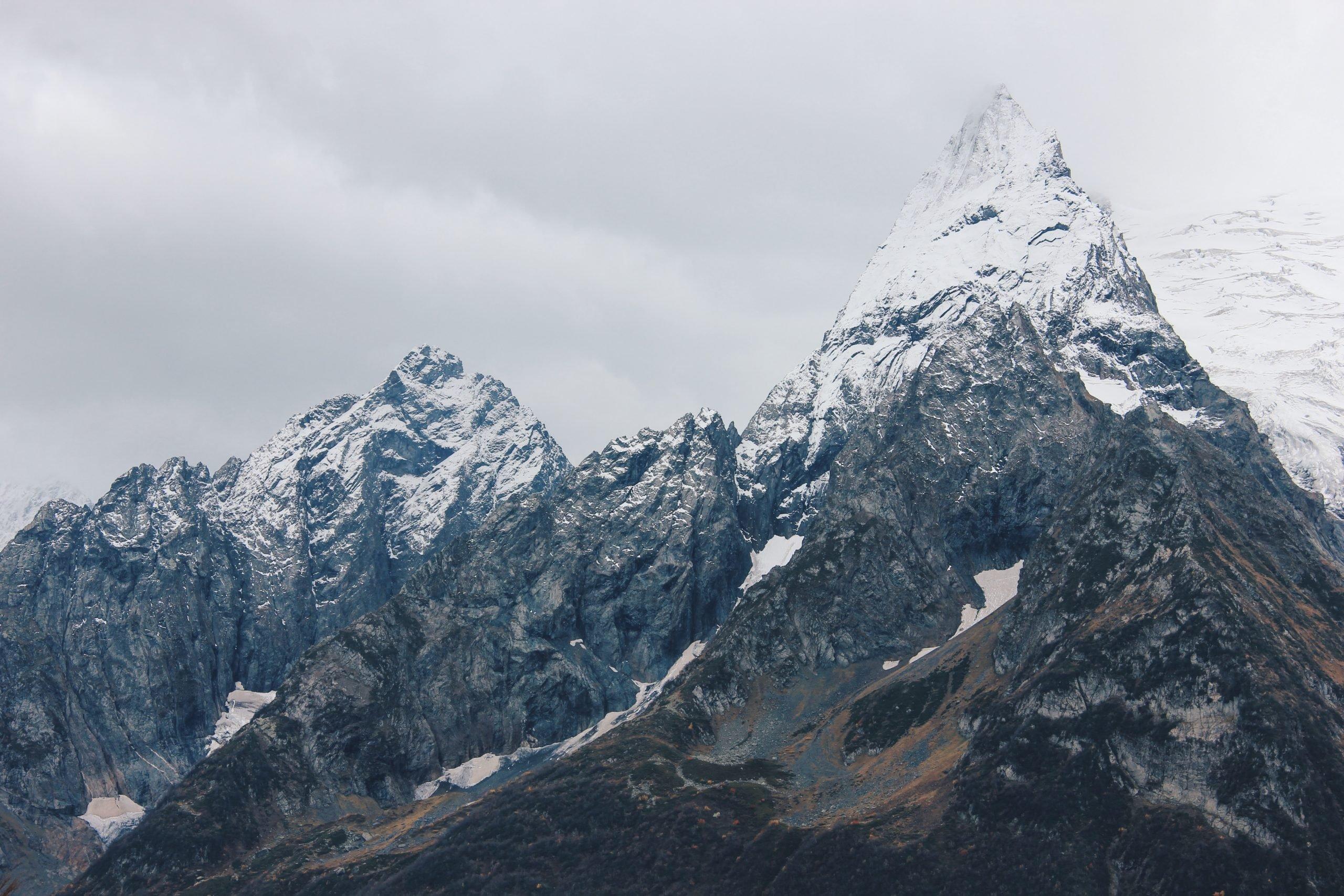 Pohľad na zasnežený Elbrus