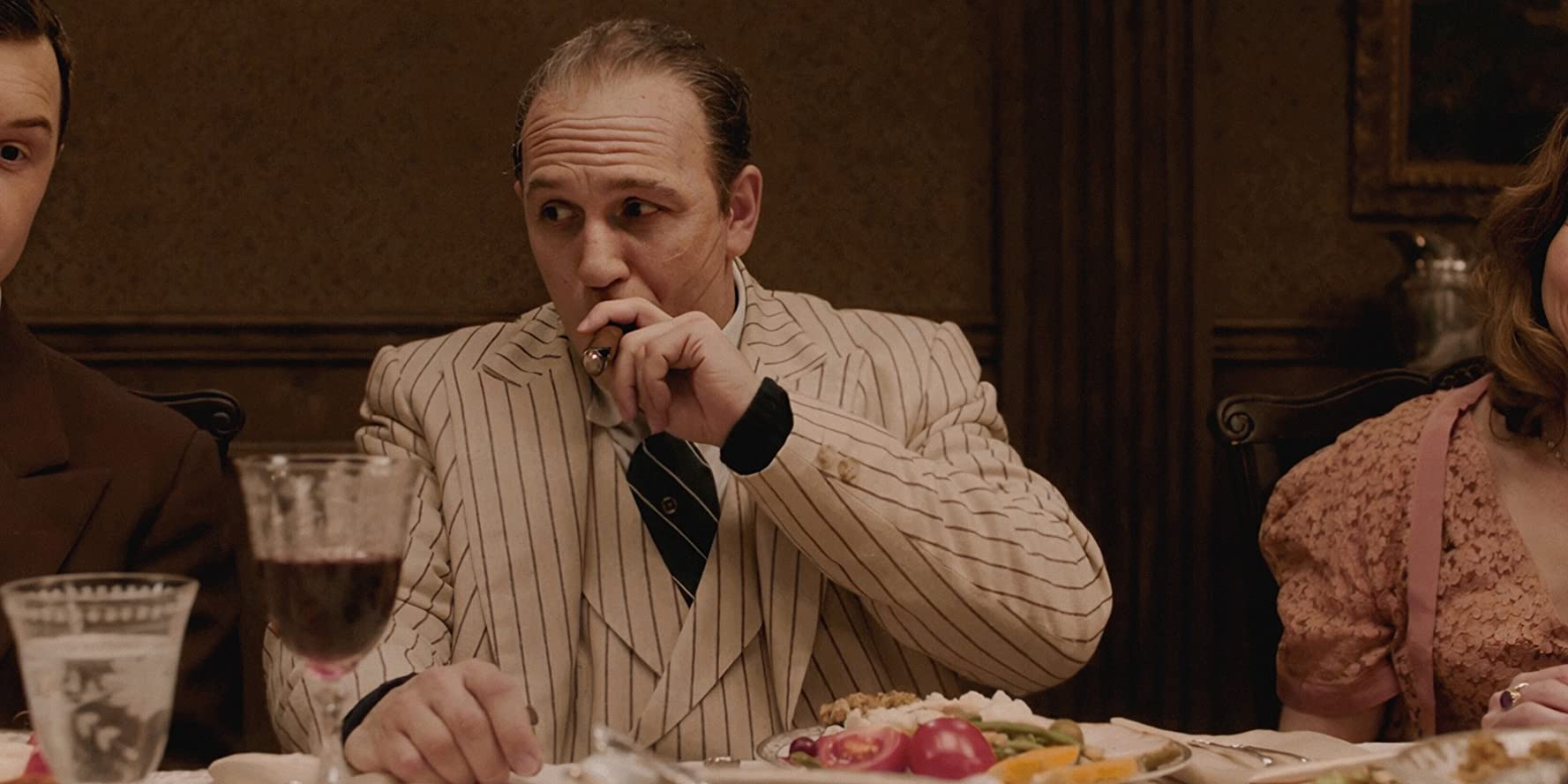 Tom Hardy vo filme Capone