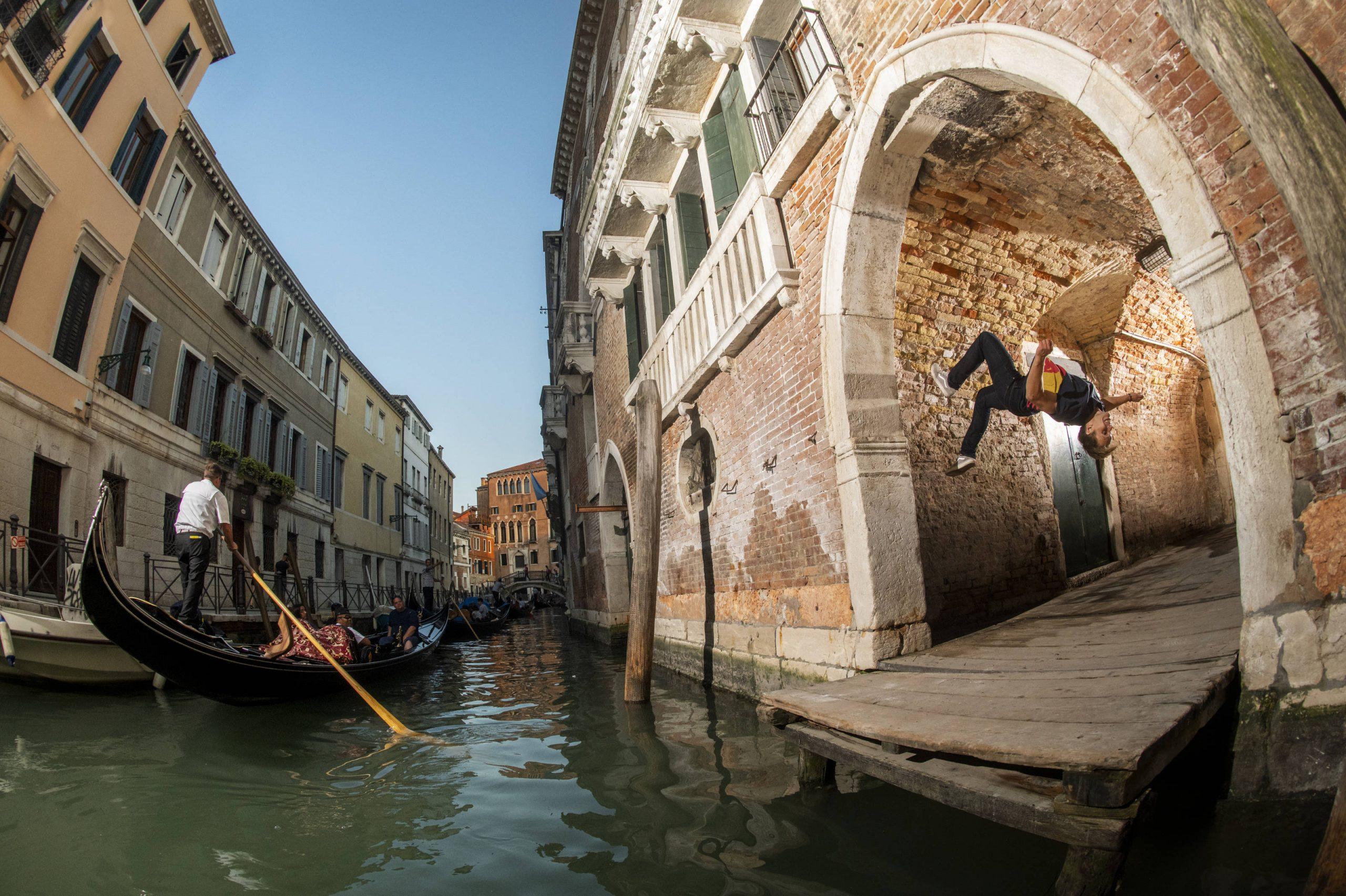Pavel Petkuns počas natáčania romantického príbehu v Benátkach.