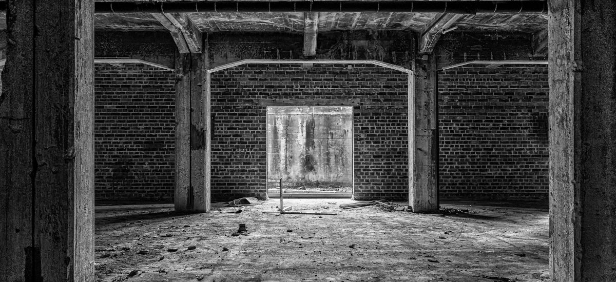 Suterén opustenej budovy
