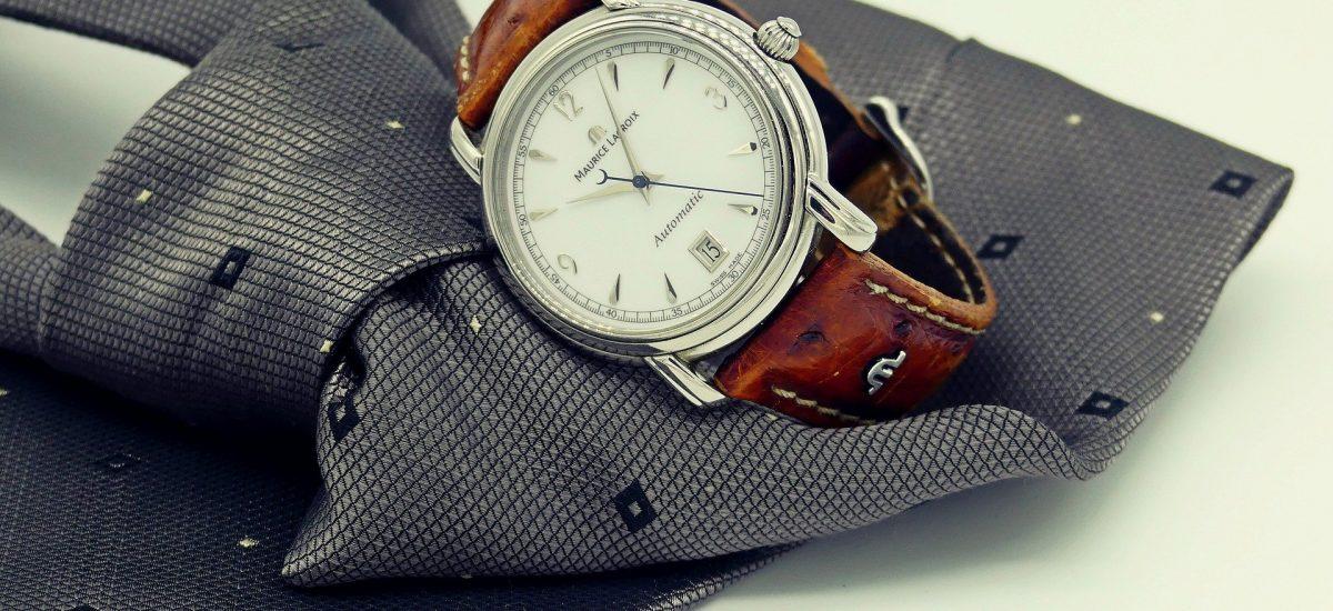 Pánske luxusné hodinky a kravata