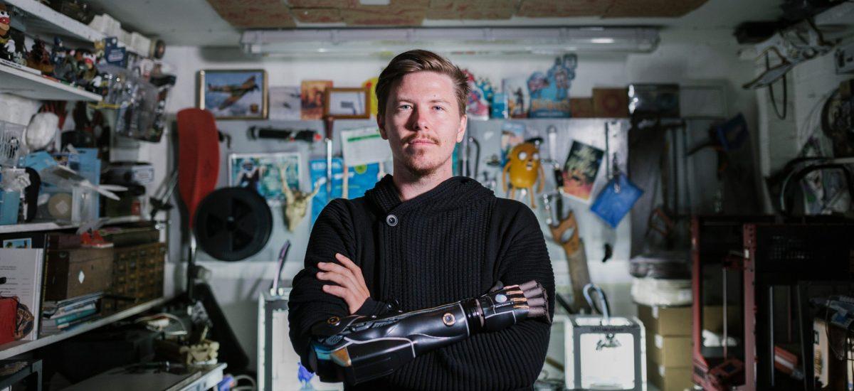 Daniel Melville s bionickou protézou