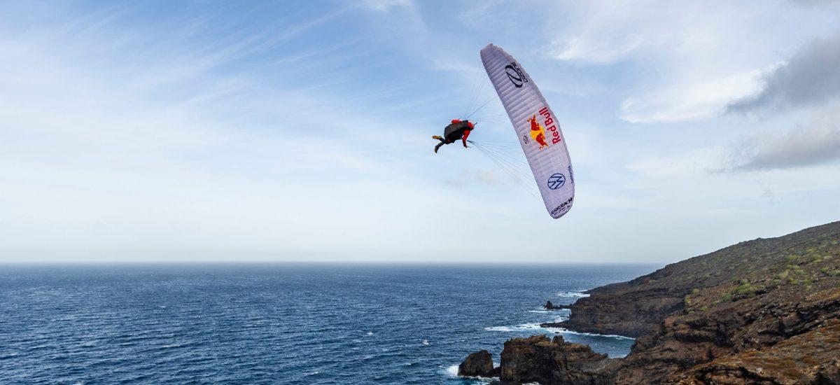 Horacio Llorens pri paraglajdingu pri ostrove El Hierro na Kanárskych ostrovoch