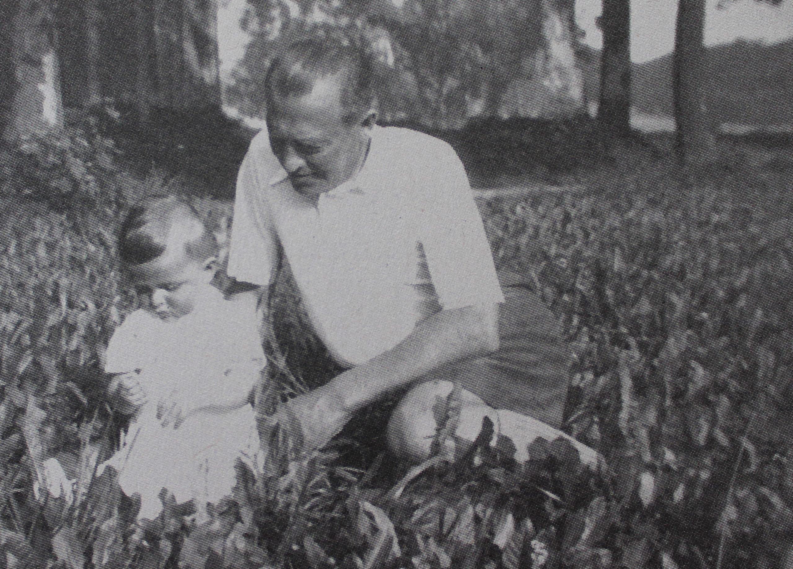 Pavel Taussig ako dieťa zo svojím otcom