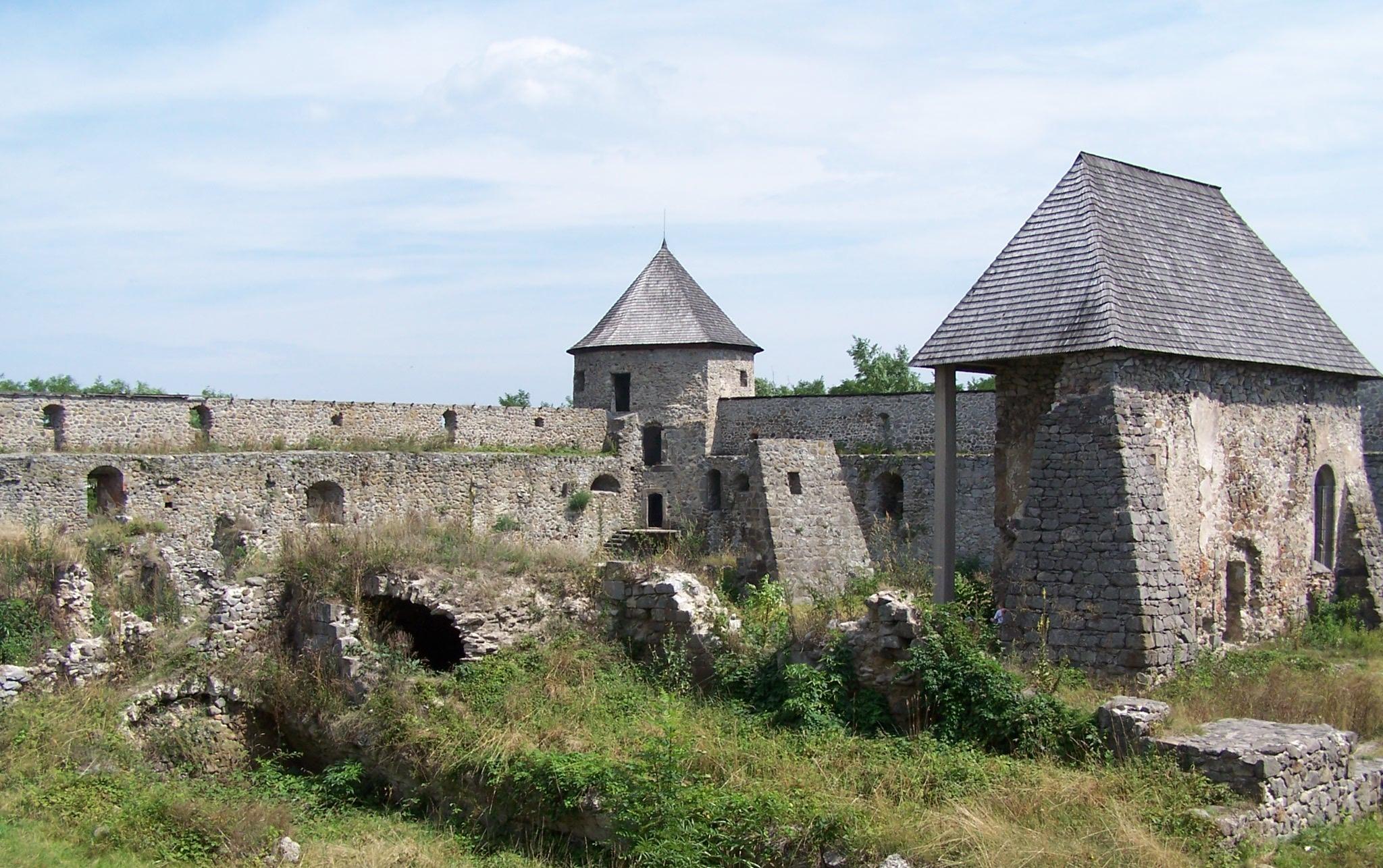 Pohľad na pevnosť Bzovík