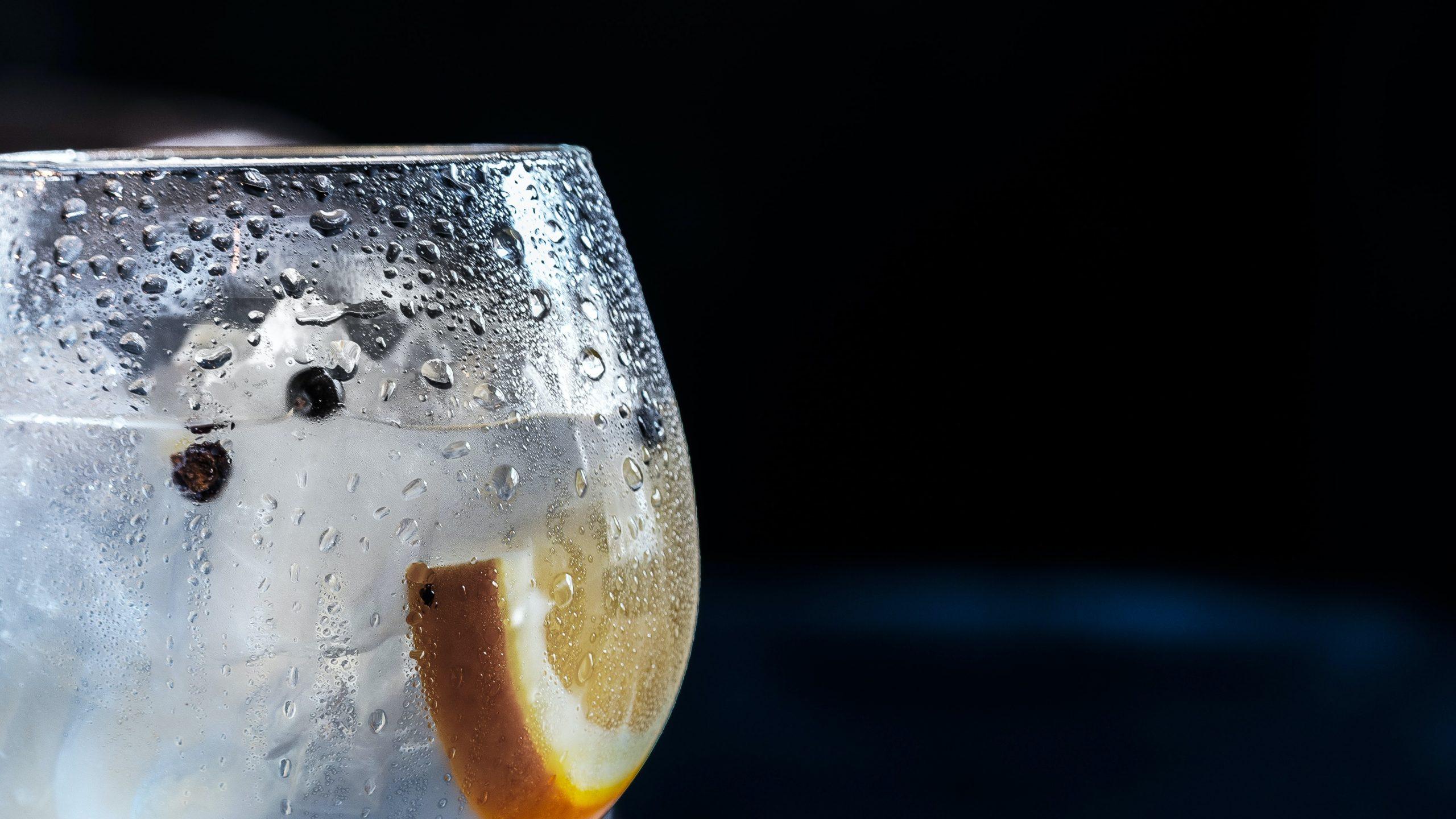alkohol v poháriku