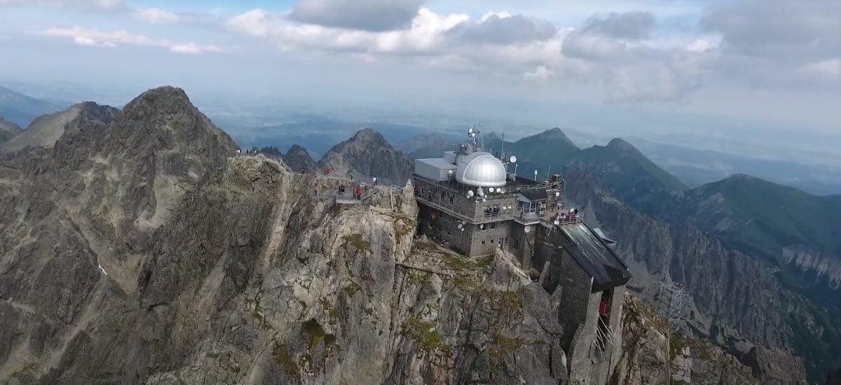 Tatry vyzerá z vtáčej perspektívy naozaj skvele.