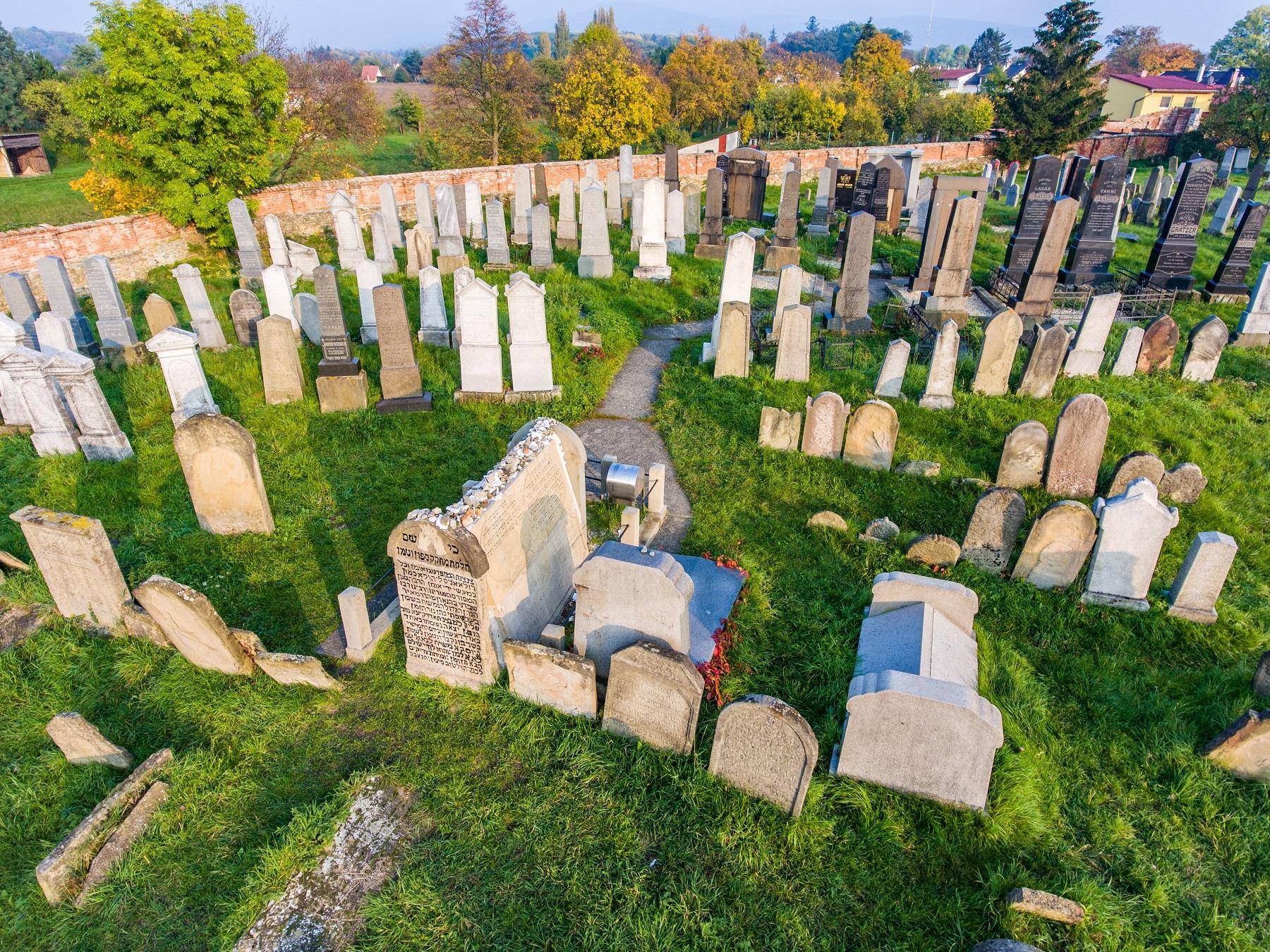 Židovský cintorín v Holešove