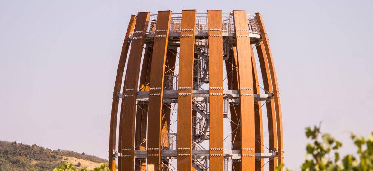 Vyhliadková veža Tokaj pripomínajúca sud