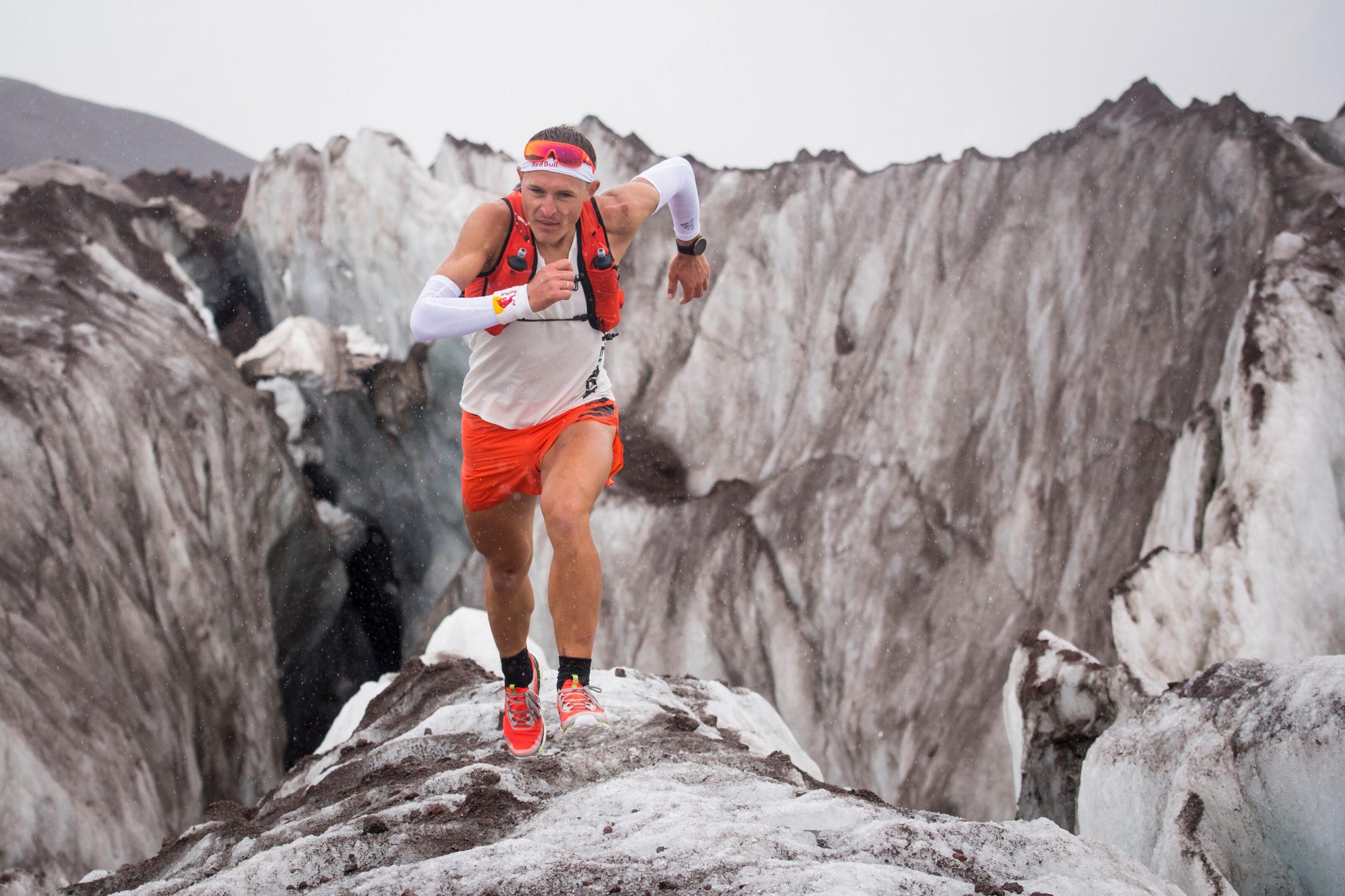 Dmitry Mityaev počas behu okolo pohoria Elbrus