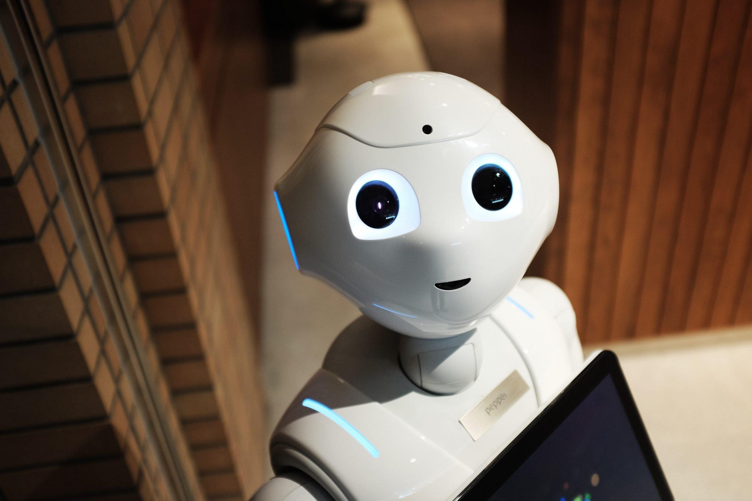 Robot je mechanizmus schopný reagovať na podnety z prostredia