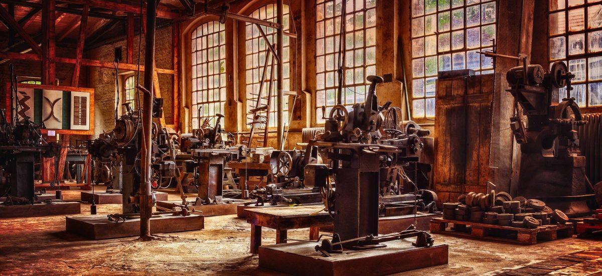Opustené priestory veľkej továrne