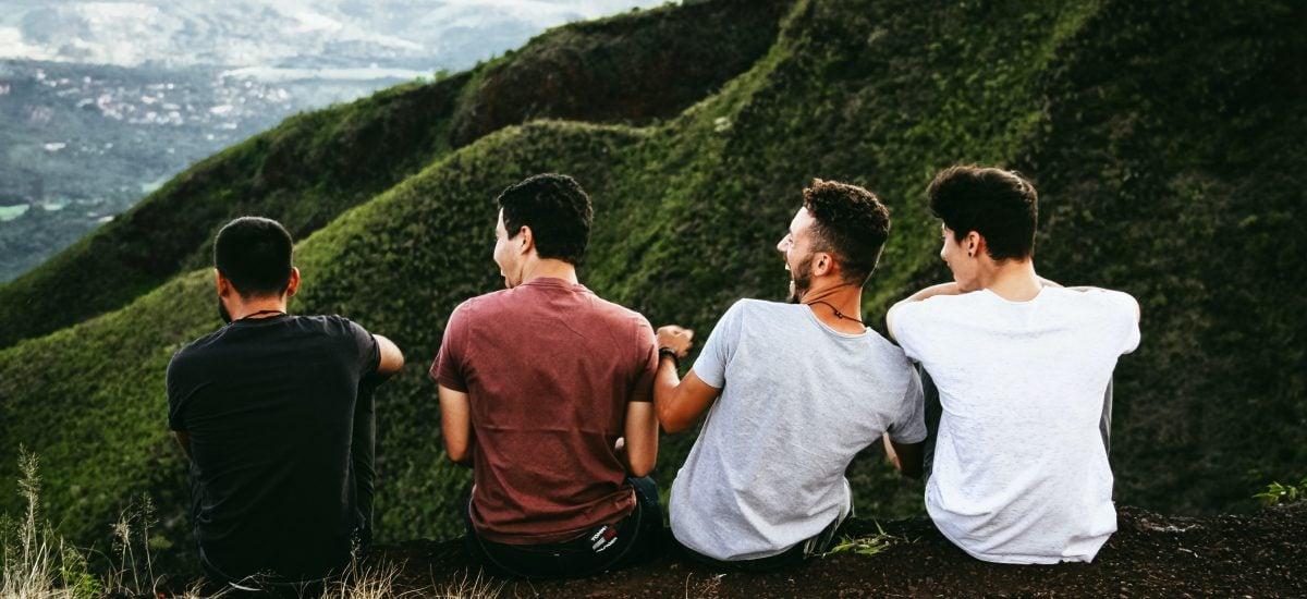 partia štyroch kamarátov na horách