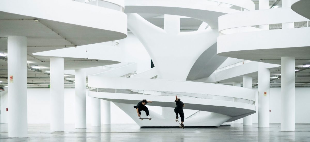 Pedro Barros a Murilo Peres v jednej z unikátnych budov