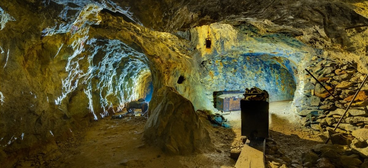 Slovenská opálová baňa zvnútra
