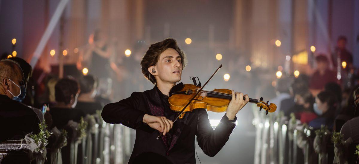 Filip Jančík počas koncertu.