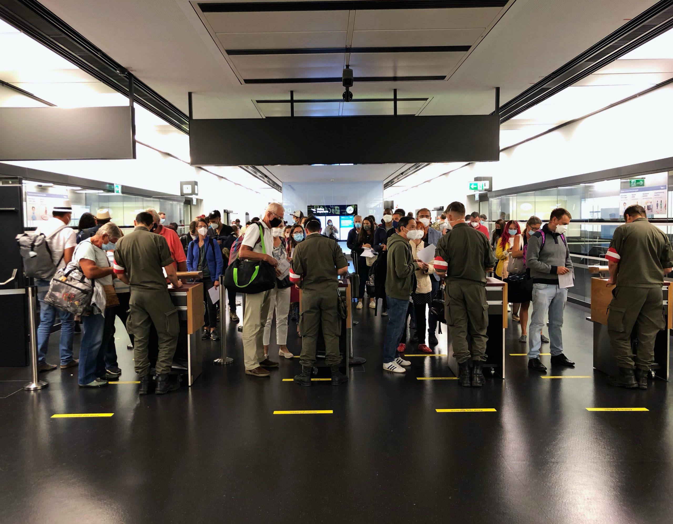 Ľudia na letisku