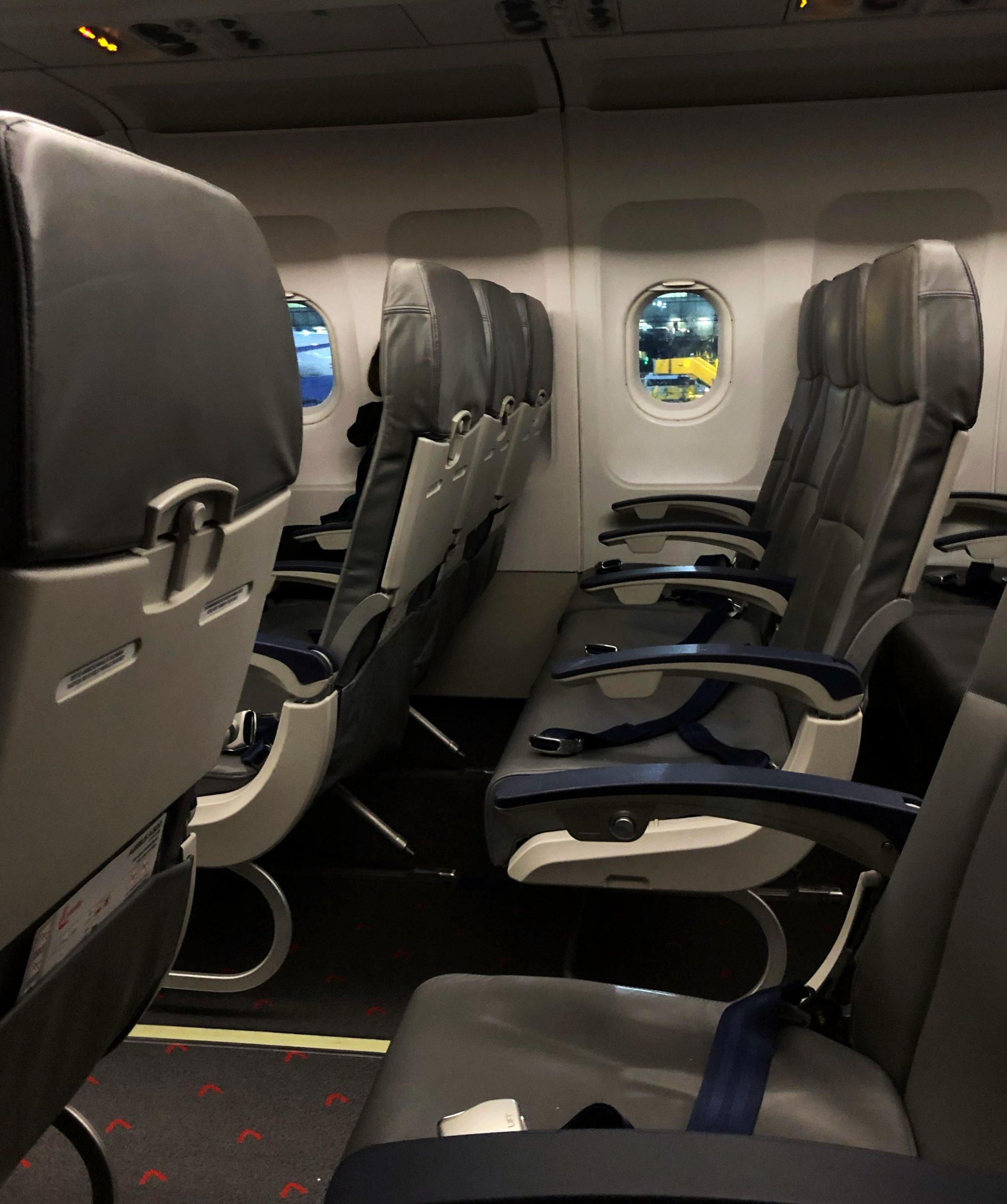 Prázdne miesta v lietadle