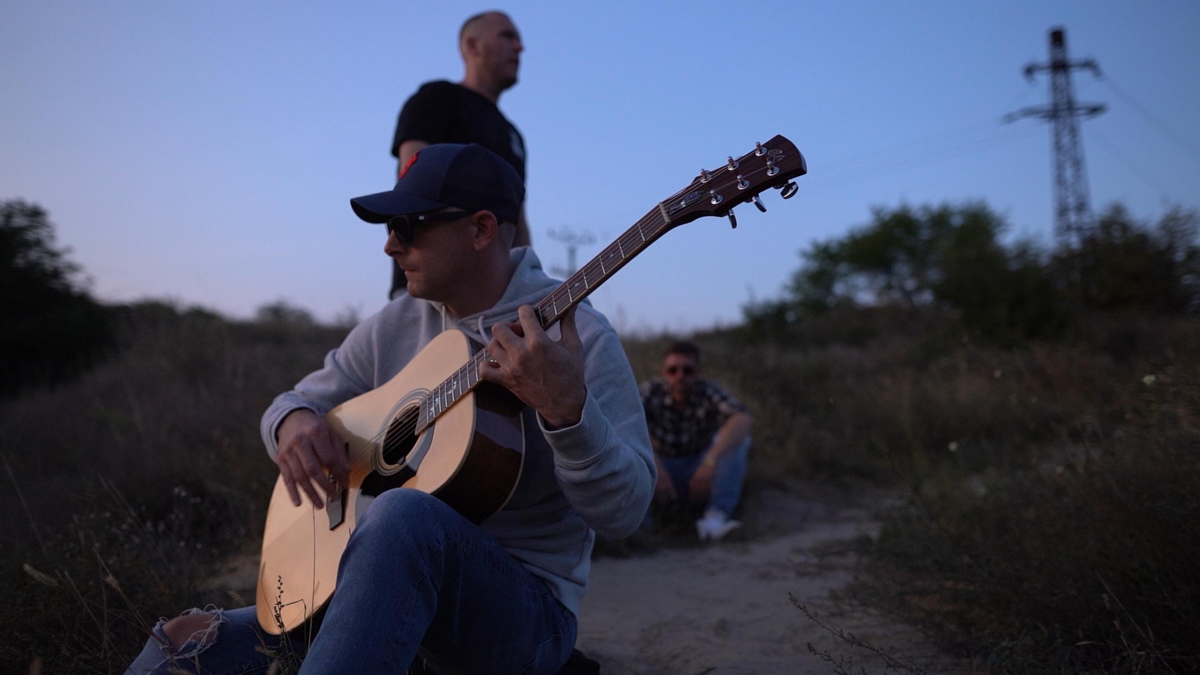 Jozef Engerer, Supa a Delik vo videoklipe na skladbu Smejem sa cez slzy