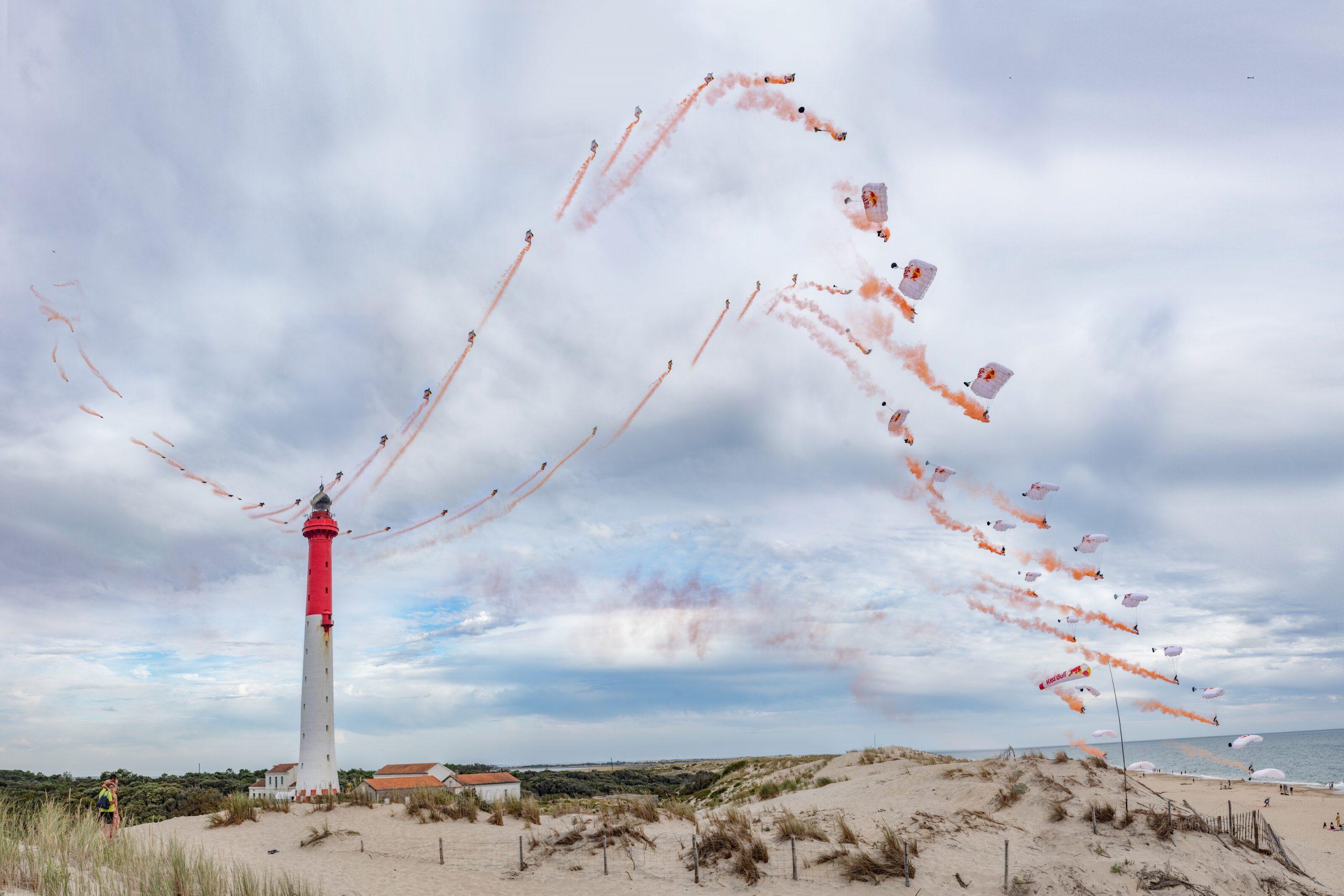 Fred Fugen s Vincentom Reffetom sa preleteli rýchlosťou 270 km/h ponad rovinatý terén francúzskeho pobrežia