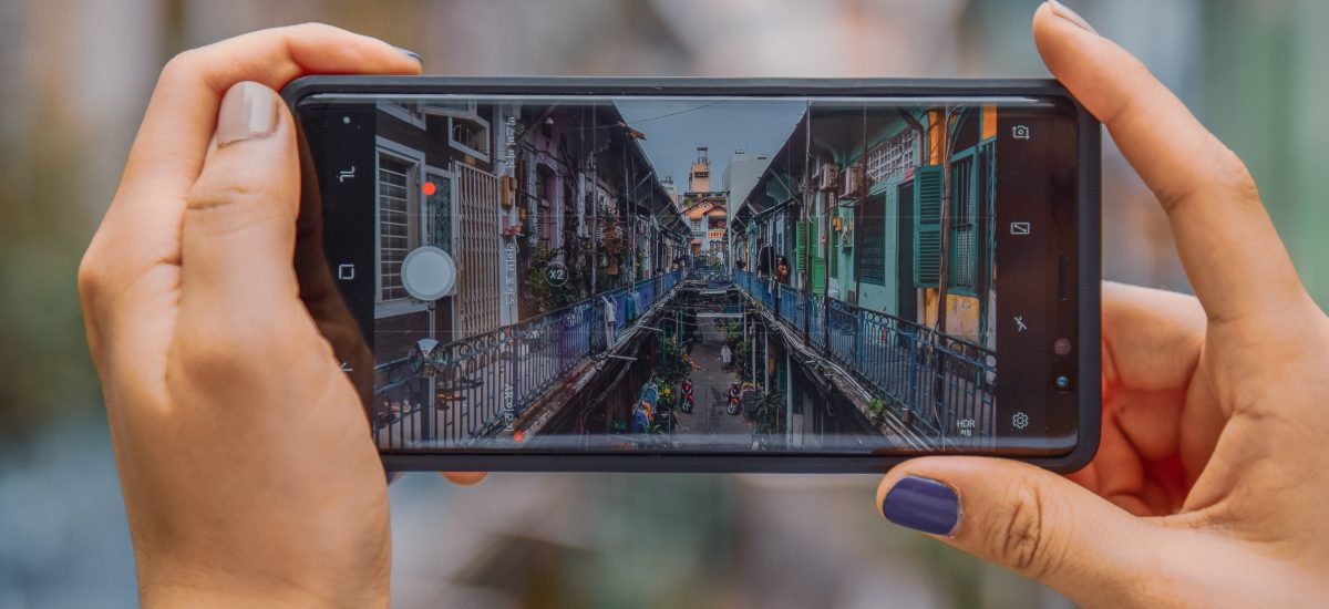 iPhone, ktorý fotí panorámu mesta