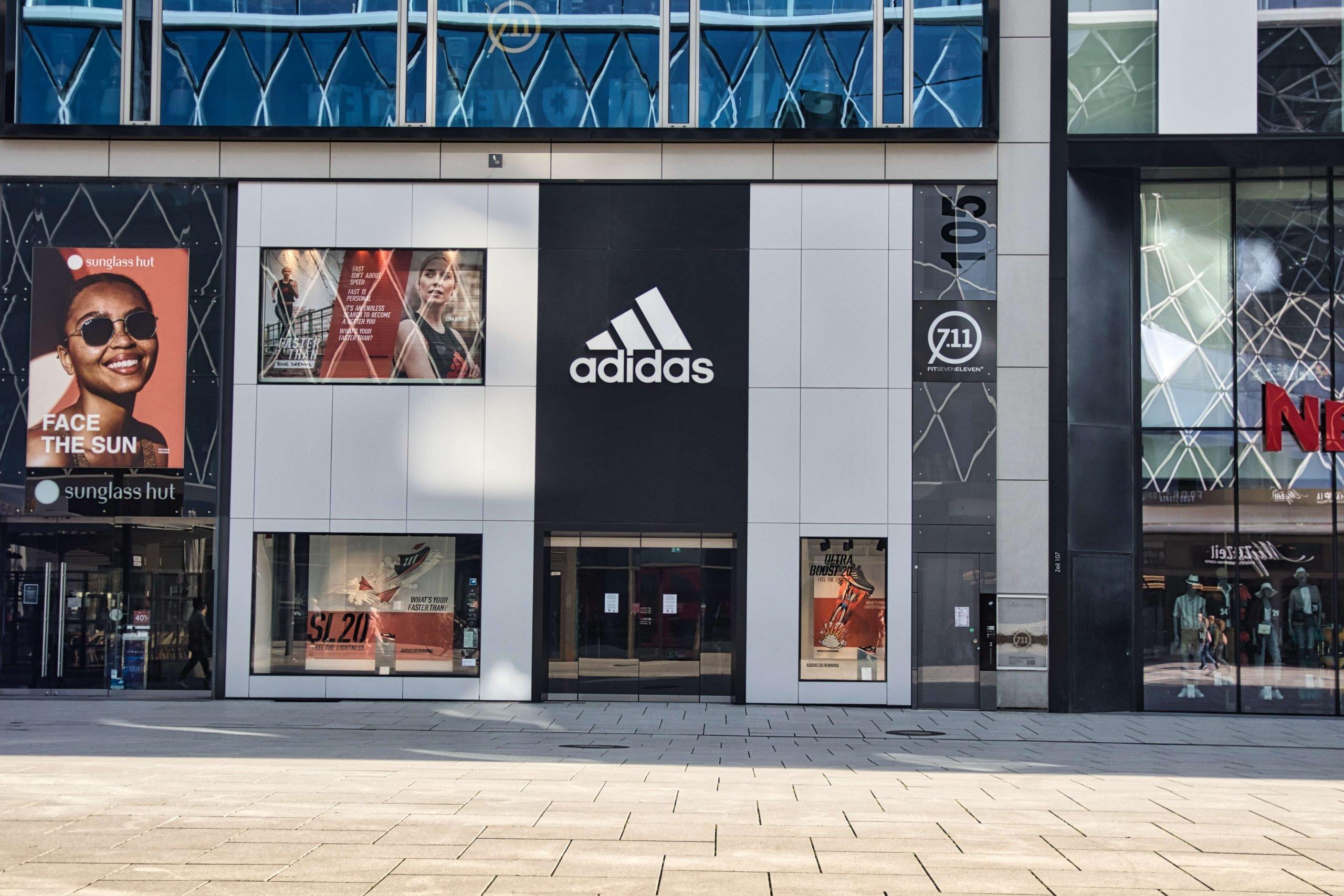 Kamenný obchod Adidas v Nemecku