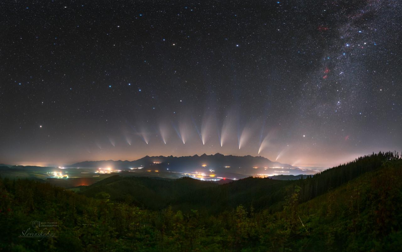 Snímka Premeny kométy NEOWISE nad Tatrami