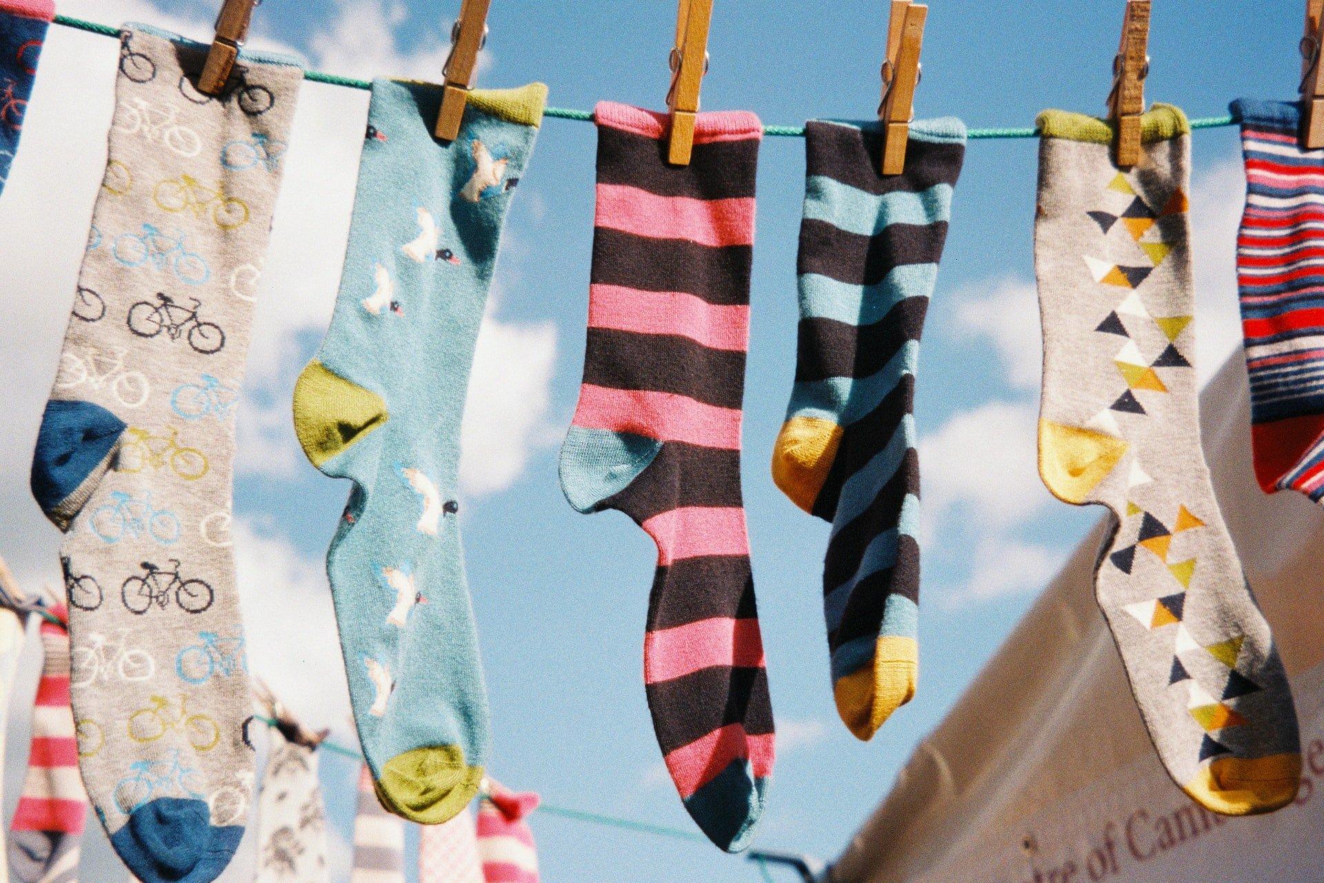 Farebné ponožky na šnúre