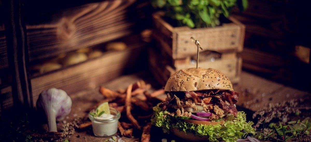 Burger a hranolky