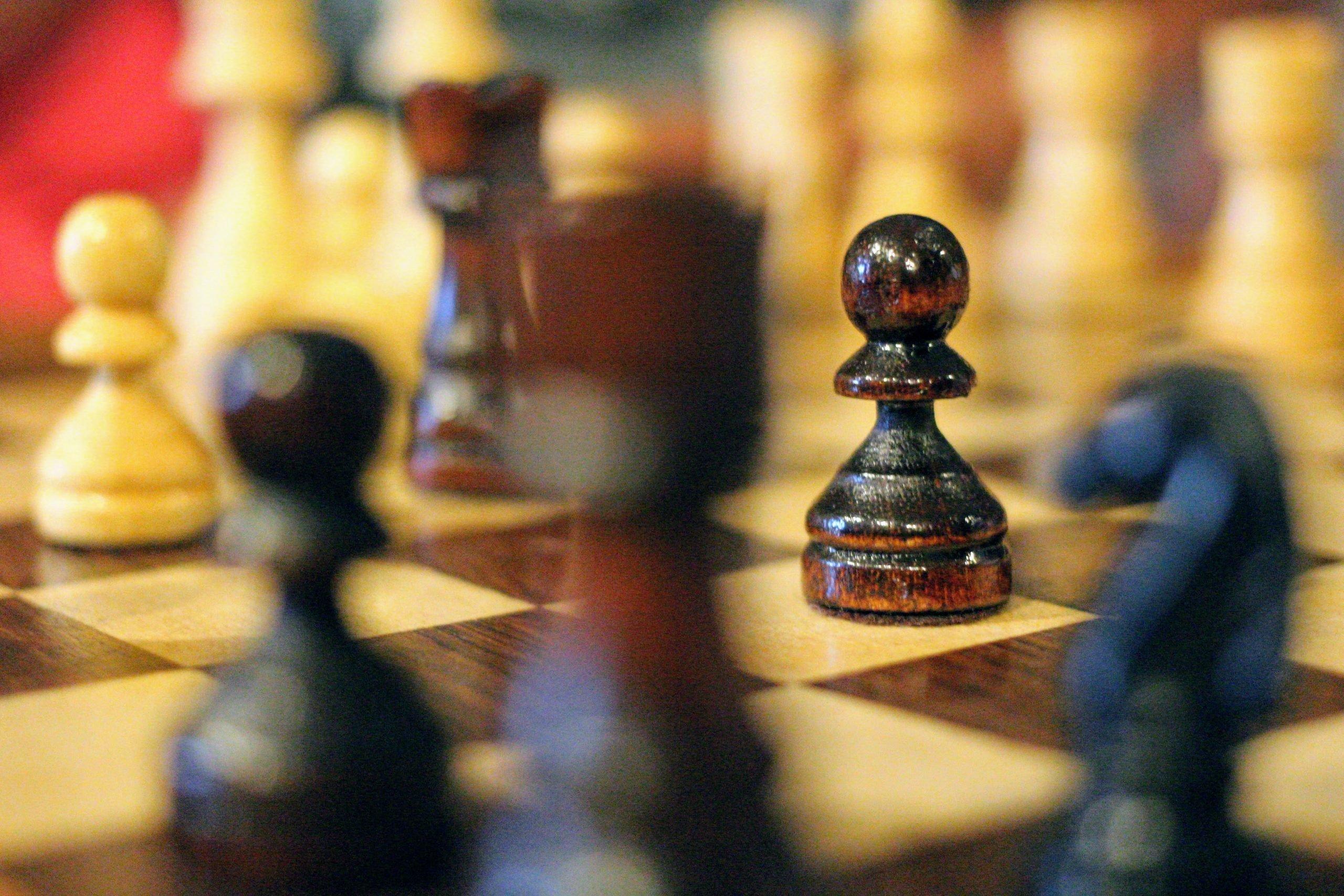 šachovnica so záberom na pešiaka