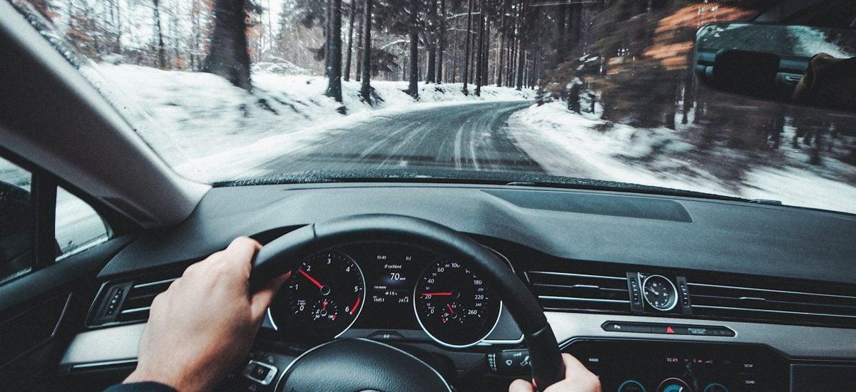 zimná jazda v aute
