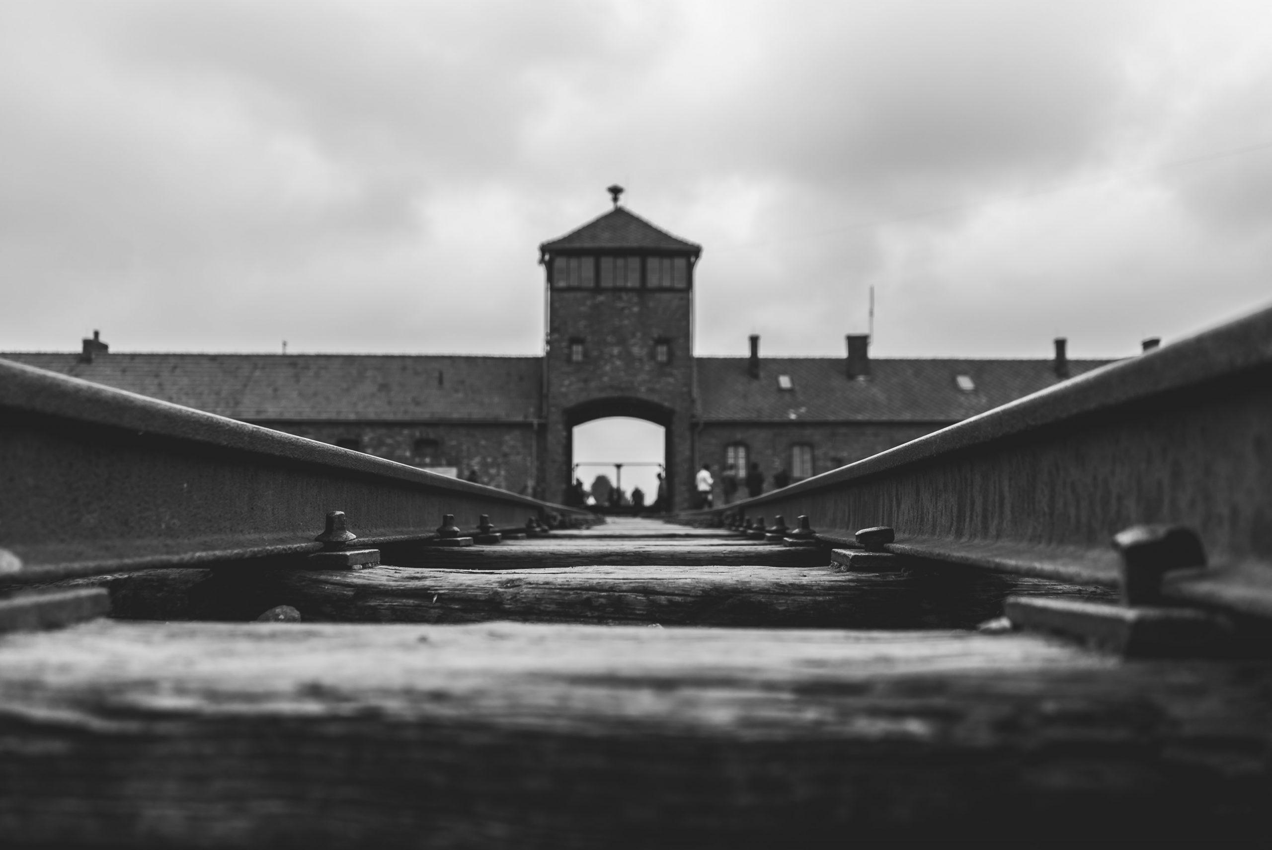 Vstupná brána do tábora v Osvienčime