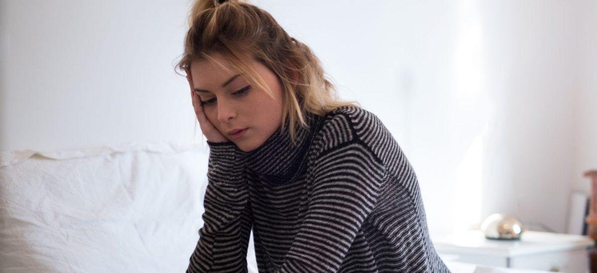 smutné dievča