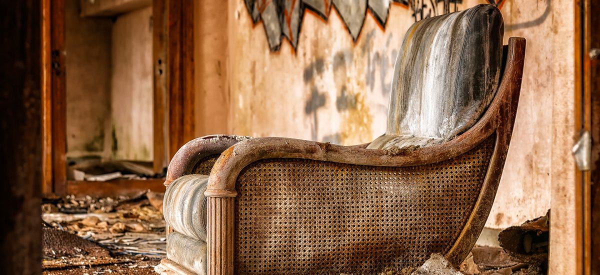 Opustený hotel v Bezovci