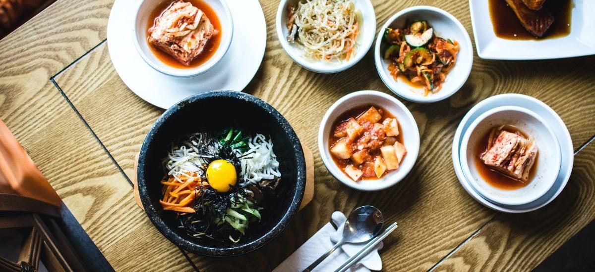 kórejské jedlo na stole