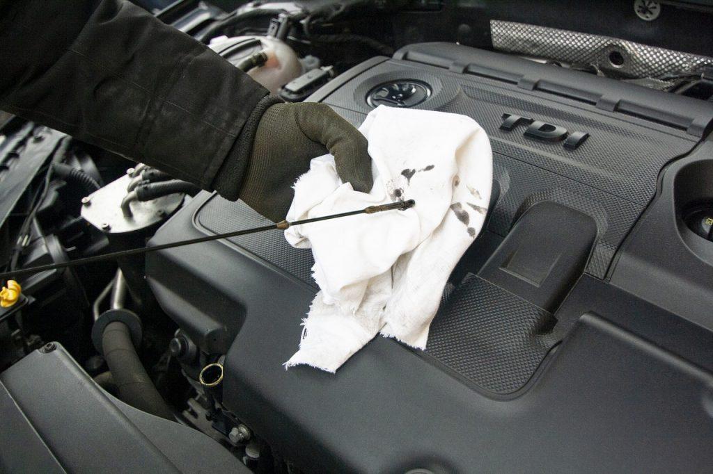 kontrola motorového oleja