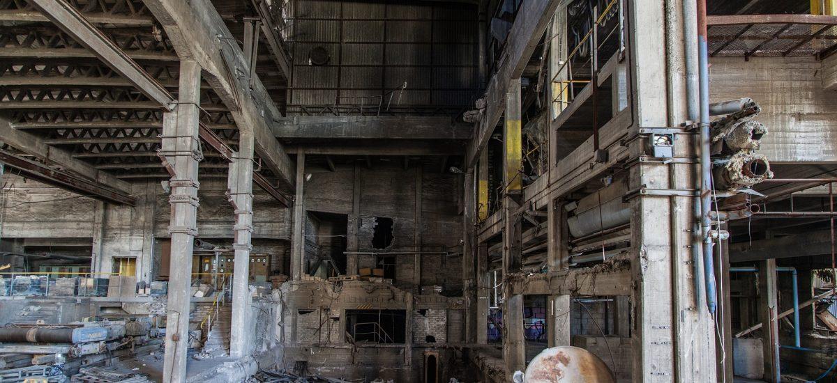 Pohľad na opustenú továreň